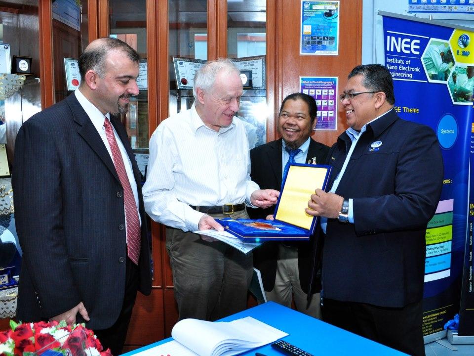 Souvenir delivered by Brig. Jen. Prof. Dato' Dr. Kamarudin Hussin.
