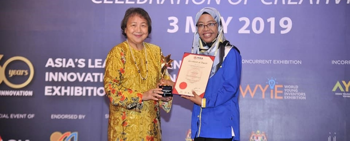 Dr. Nor Azizah Awarded Best Invention for Women on ITEX 2019