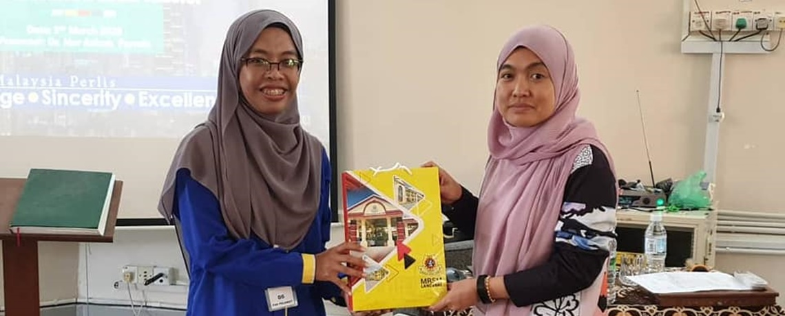CSR Programme: Sharing knowledge about proposal, thesis writing and research project with MRSM Langkawi student